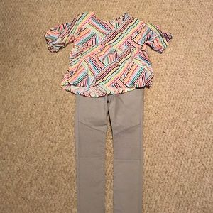 Girls outfit. Short sleeve top and pants.